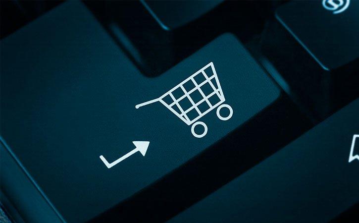 Teclado preto com um ícone de carrinho de compras virtuais