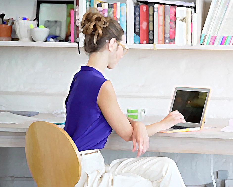 Empreendedora procurando quais os melhores gateway de pagamento para marketplace