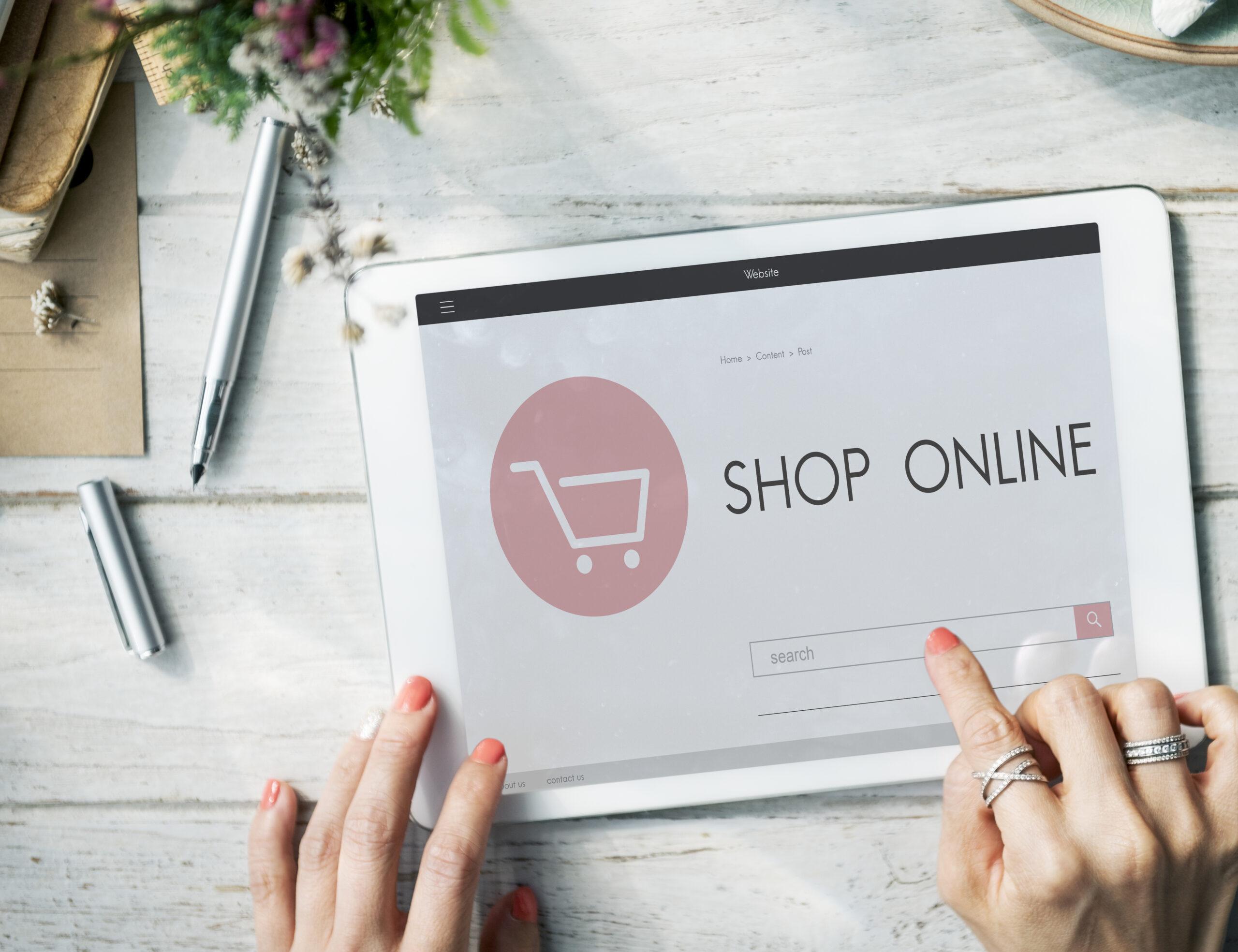 https://publiconline.com.br/wp-content/uploads/2021/10/e-commerce-shop-online-homepage-sale-concept-scaled.jpg